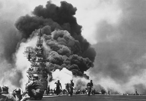 800px-USS_Bunker_Hill_hit_by_two_Kamikazes